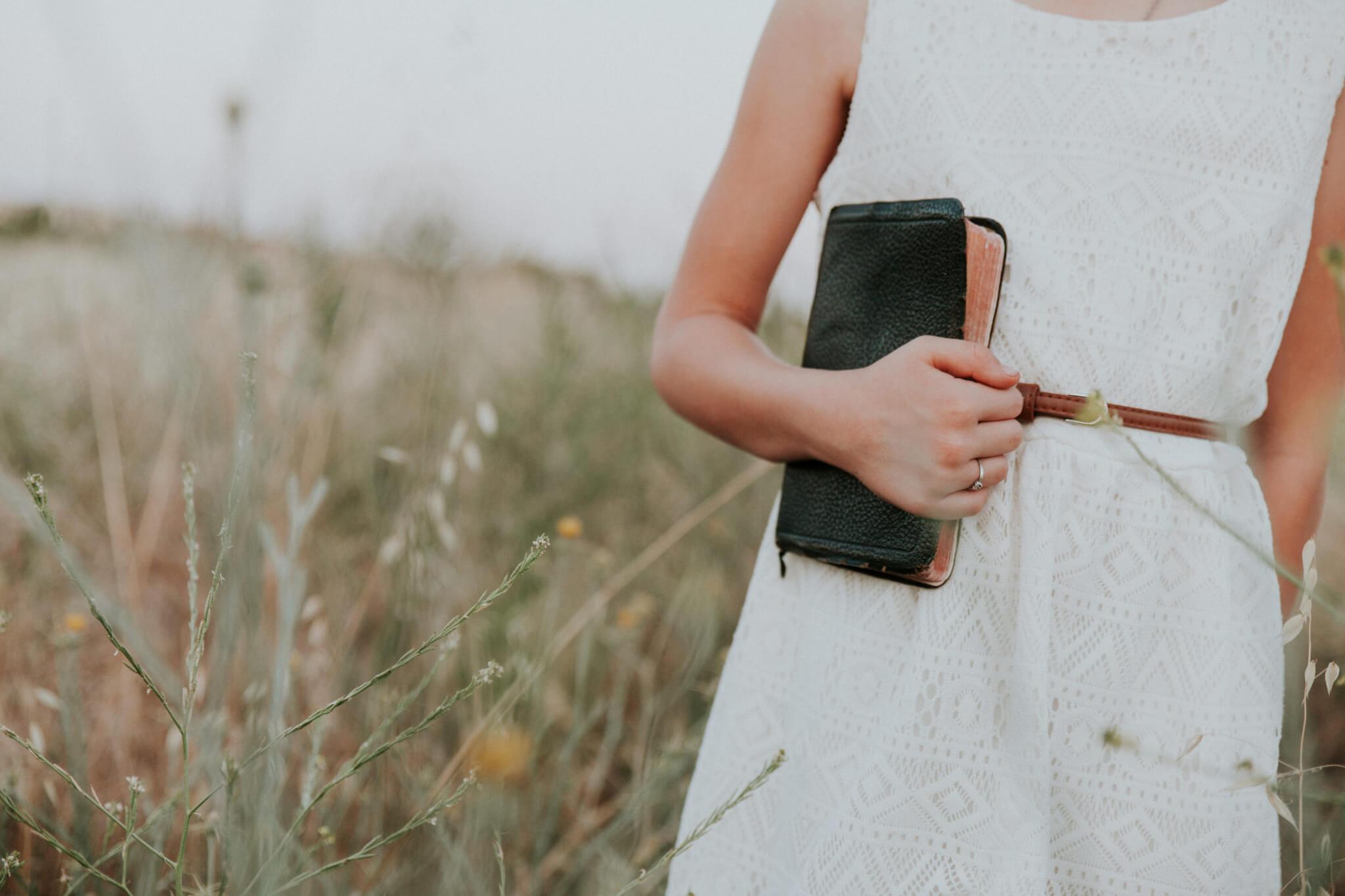 In quale modo la chiesa può aiutare le donne a studiare la Parola di Dio