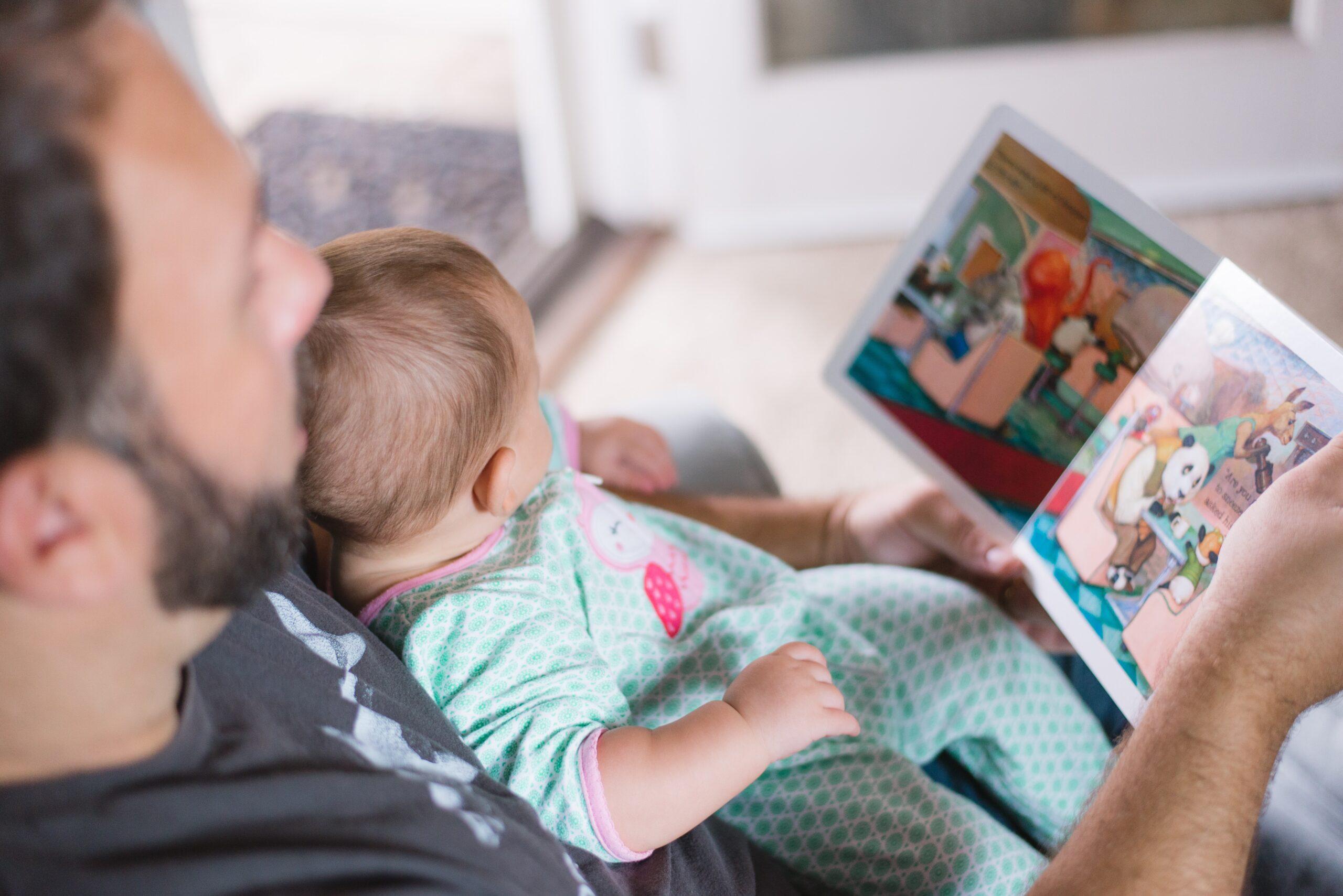 In che modo leggere le storie, aiuta i bambini ad amare la verità