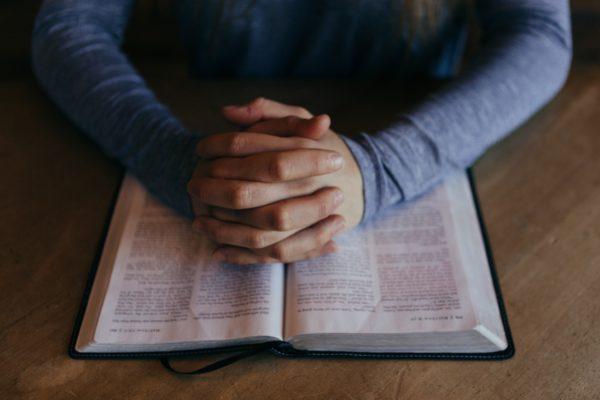 Come leggere la Bibbia da soli
