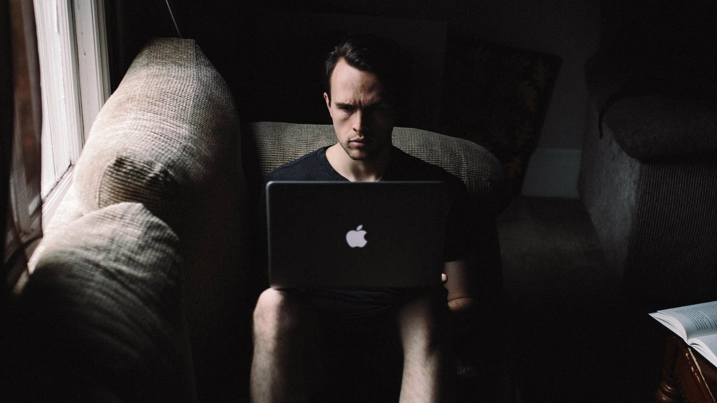 Mai innocua, mai privata, mai al sicuro: Combattere la pornografia con un piacere superiore