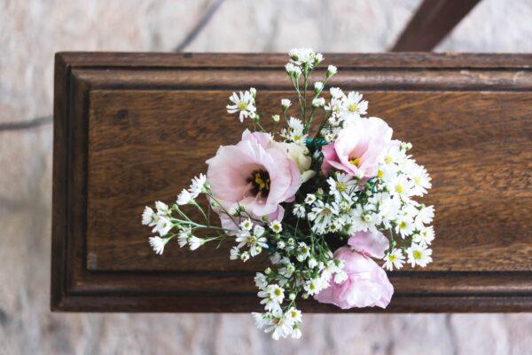 Sette cose pratiche che puoi fare per chi è in lutto