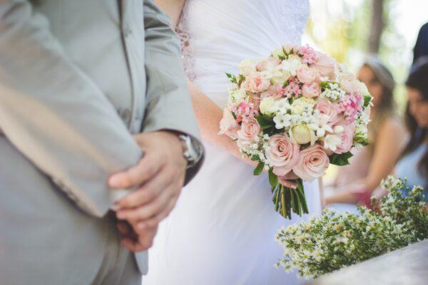 La storia del matrimonio in sette versetti